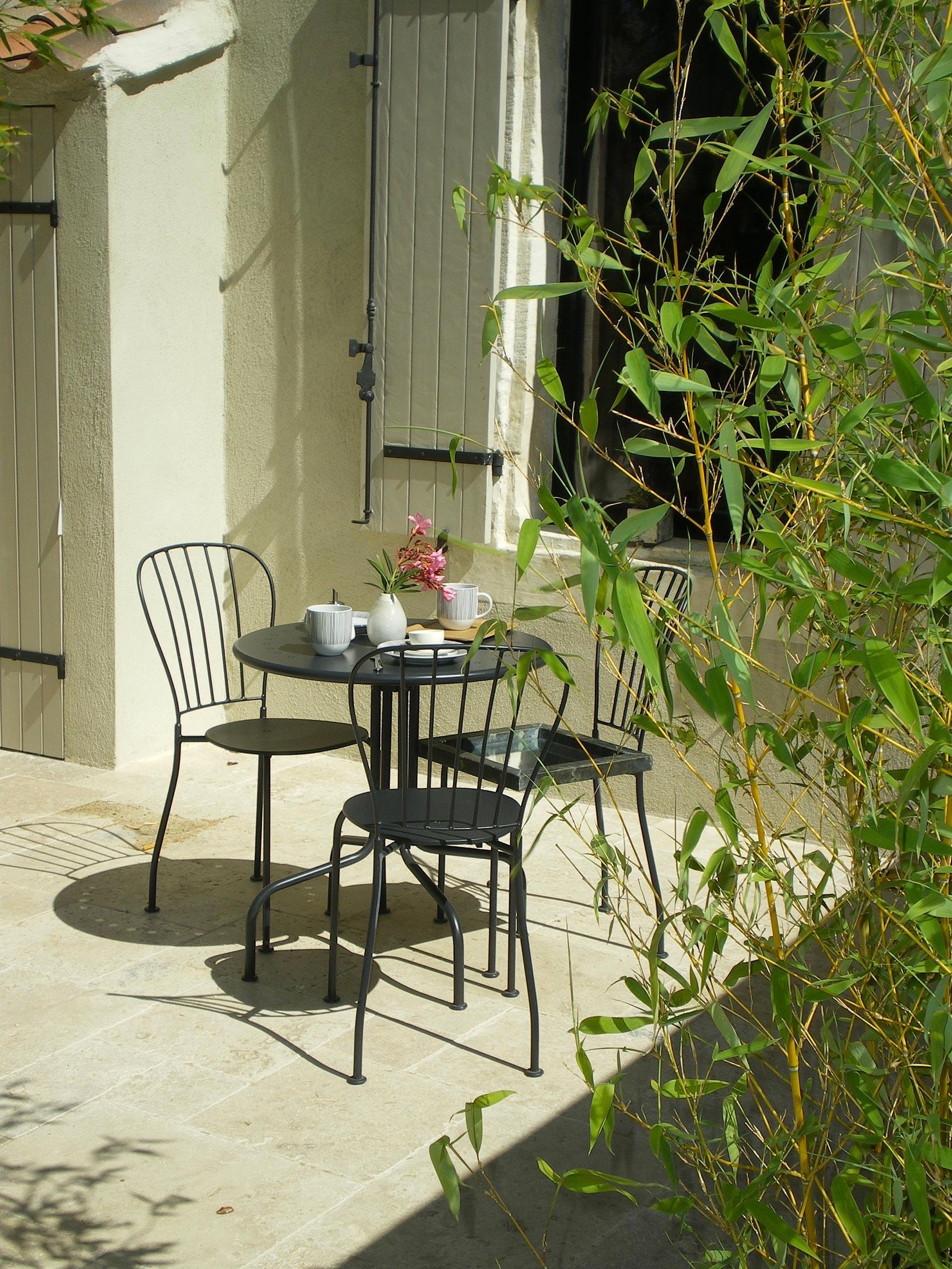 Maison d 39 hotes dans le parc r gional des alpilles en provence - Petit jardin proven nimes ...